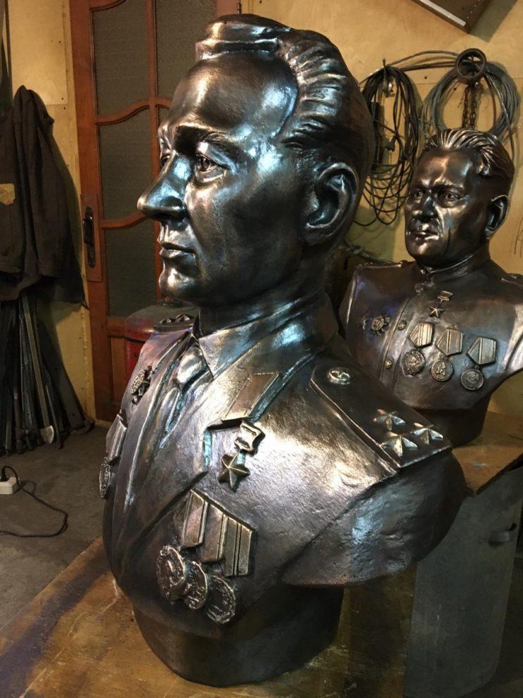 Скульптура из бронзы: Бюст героя СССР Борисова Ивана Федоровича в бронзе.