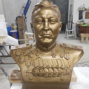 """Скульптура из искусственного камня: Бюст """"Кирсанов А. В""""."""