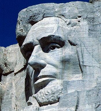 Статуи из скал и камня