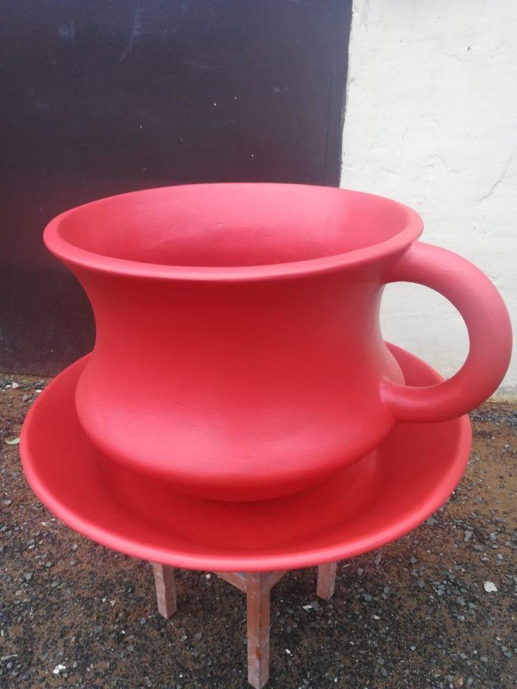 Скульптура из стеклопластика: Чашка-клумба