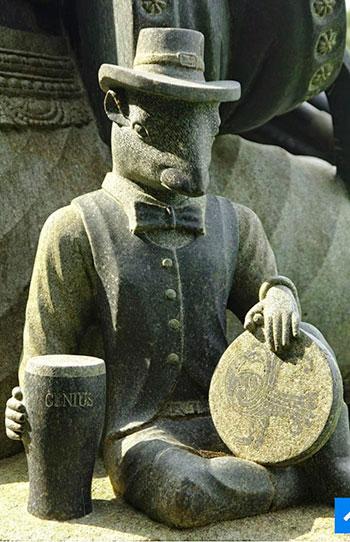 Индийские статуи в ирландском парке