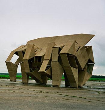 Шагающие скульптуры