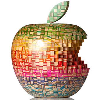 """Apple"" из дерева"
