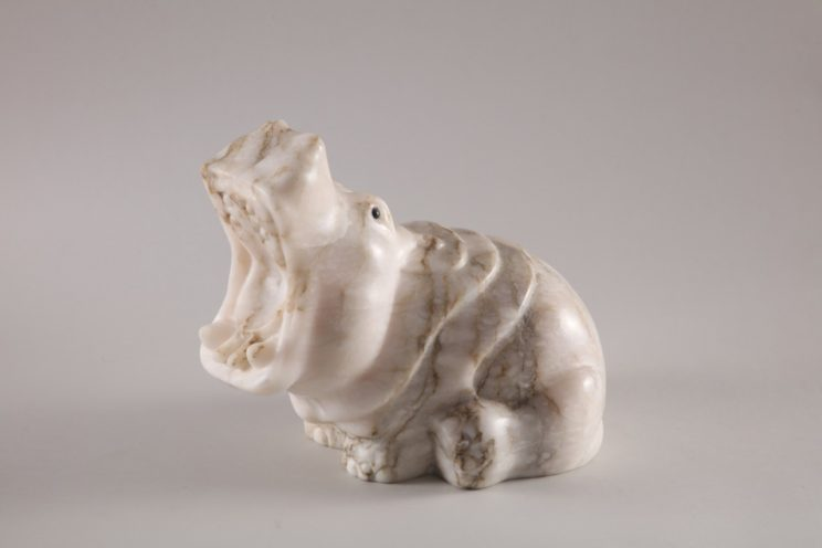 Скульптуры из ангидрита и кальцита: Бегемот Ревущий