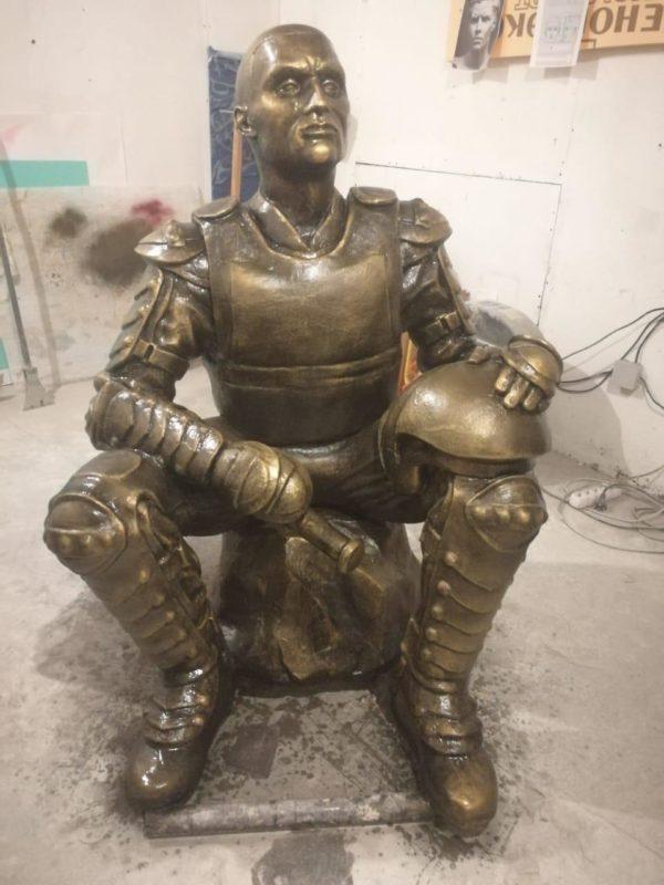 Скульптура из искусственного камня: Росгвардеец