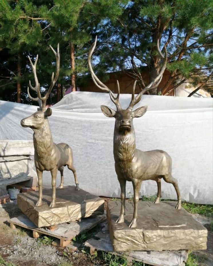 Скульптура из бетона: Два оленя