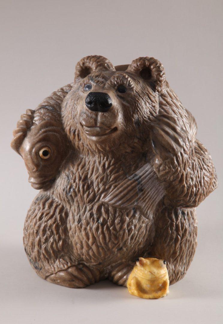 Скульптуры из ангидрита и кальцита: Медвежье счастье