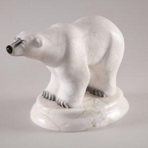 Скульптуры из ангидрита и кальцита: Медведь полярный большой
