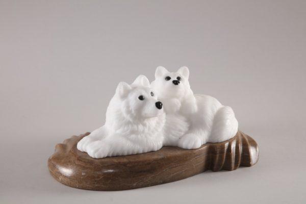 Скульптуры из ангидрита и кальцита: Волчица с волчонком