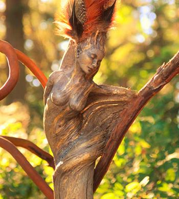 Фигуры и статуи из дерева