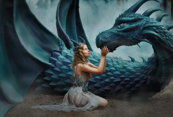 Скульптура из стеклопластика: Дракон с художественной росписью