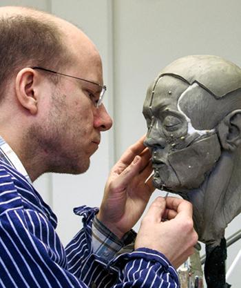 Скульптуры и статуи людей