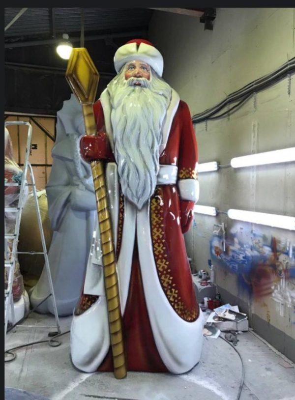 Скульптура из стеклоплатика: Дед Мороз