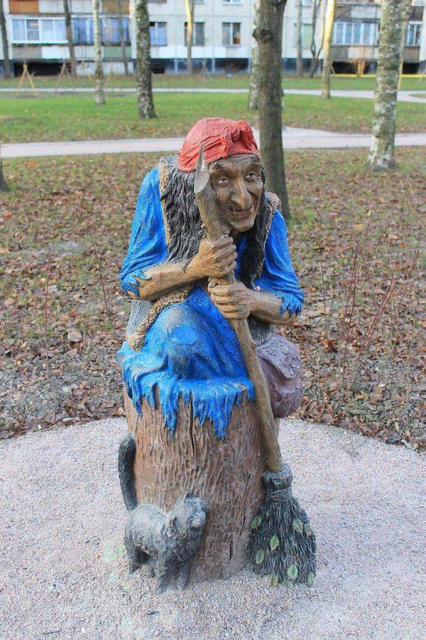 Скульптура из бетона: Баба Яга
