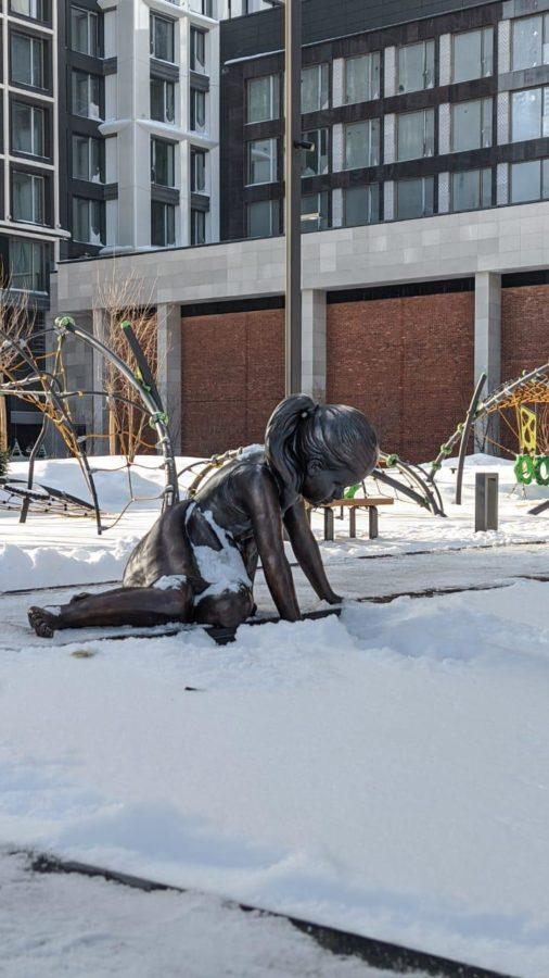 Бронзовая скульптура: «Девочка»