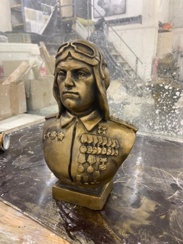 Бюст из гипса: Маршал авиации Савицкий Евгений Яковлевич