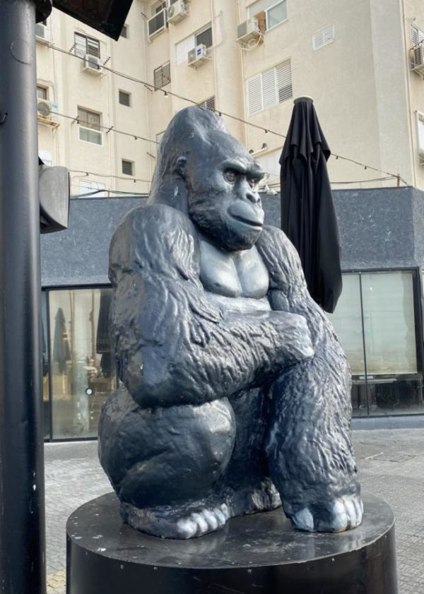 Скульптура: Горилла из стеклопластика