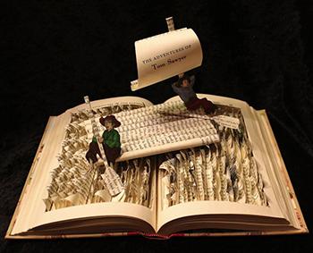 Статуи из книг и бумаги