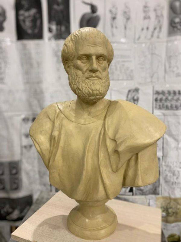 Скульптура: Бюст Аристотеля.