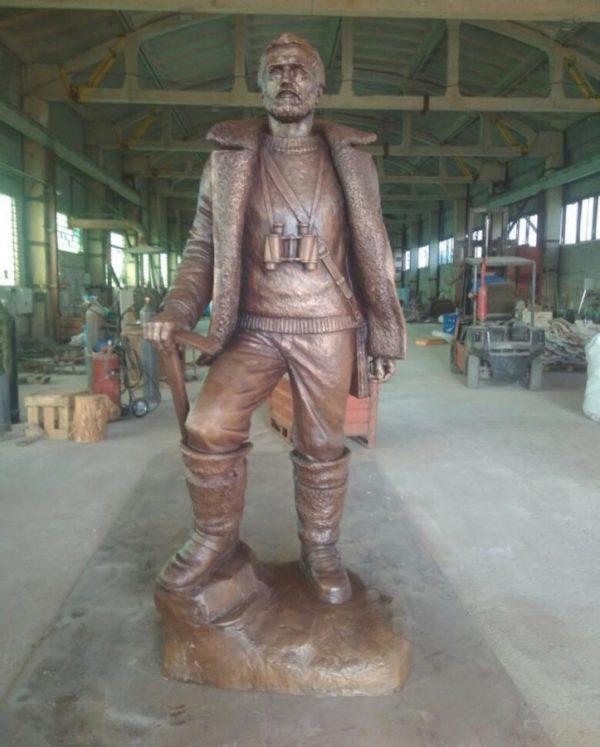 Бронзовая скульптура: Памятник геологу