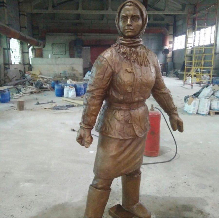 Бронзовая скульптура: Памятник русской женщине работнице