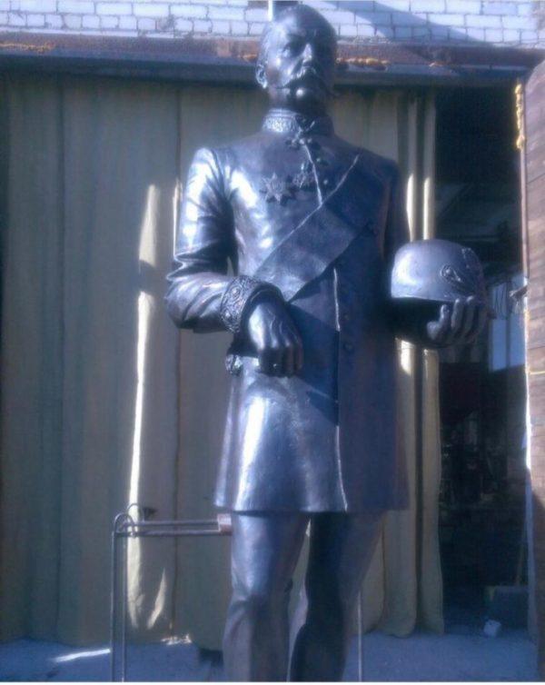 Бронзовая скульптура: Памятник офицеру XIX века