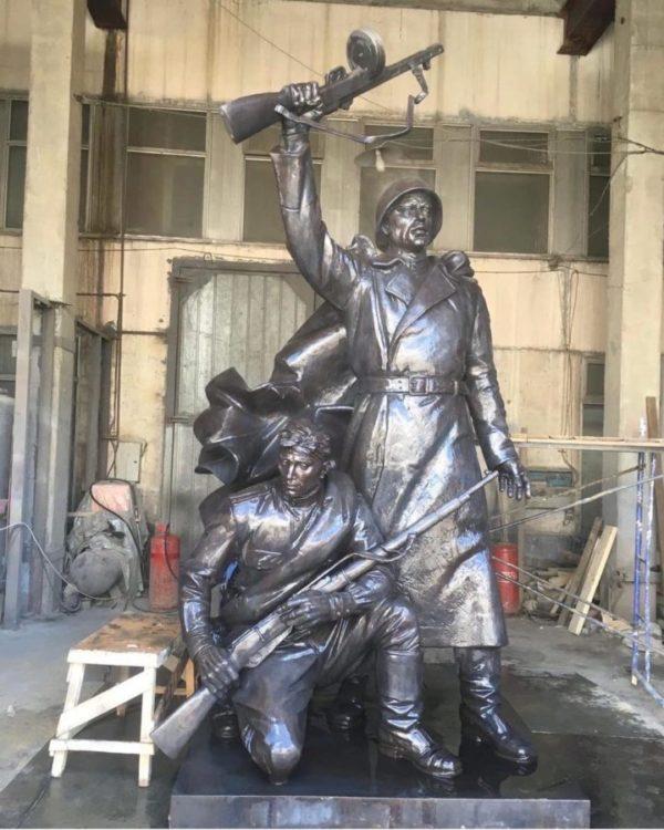 Бронзовая скульптура: Памятник героям Великой Отечественной войны