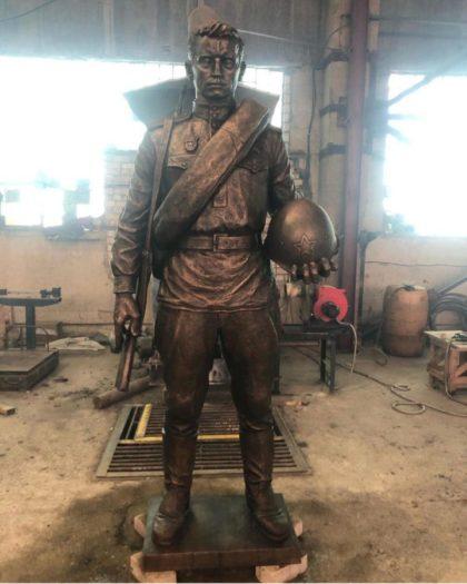 Бронзовая скульптура: Солдат Великой отечественной войны