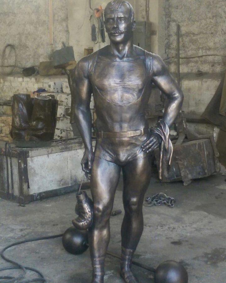 Бронзовая скульптура: Памятник борцу Ивану Максимовичу Поддубному