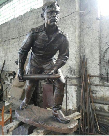 Бронзовая скульптура: Памятник солдату Великой Отечественной Войны