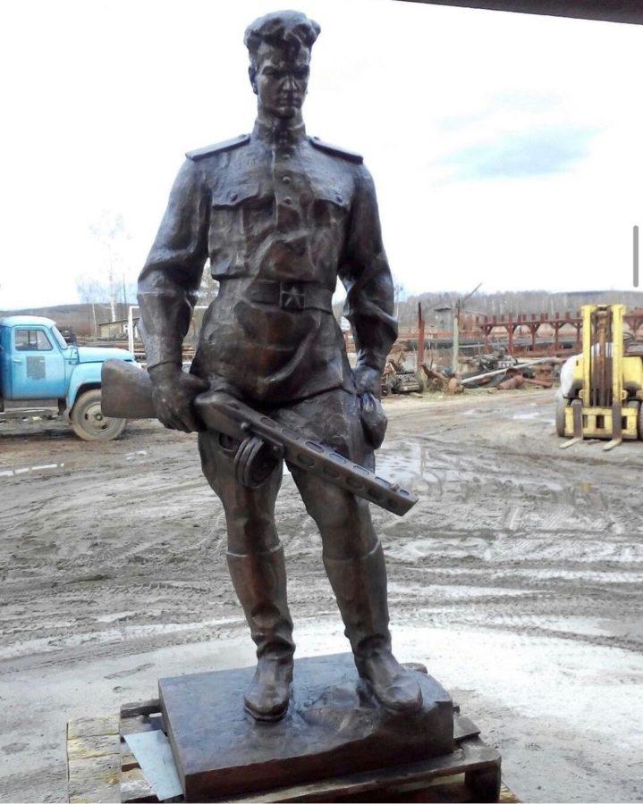Бронзовая скульптура: Памятник бойцу красной армии