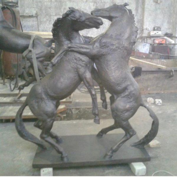 Бронзовая скульптура: Памятник танцующим лошадям