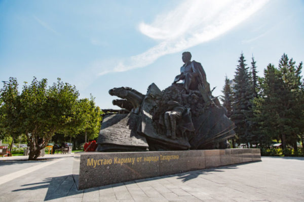 Бронзовая скульптура: Поэт Мустай Карим