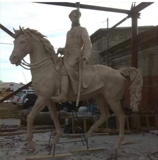 Бронзовая скульптура: Памятник белому офицеру