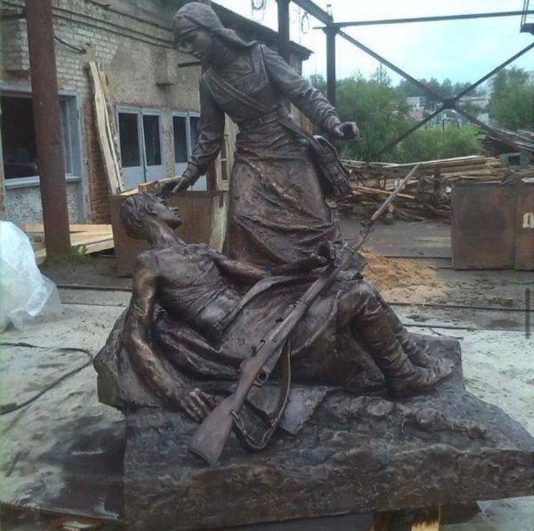 Бронзовая скульптура: Памятник военной медсестре