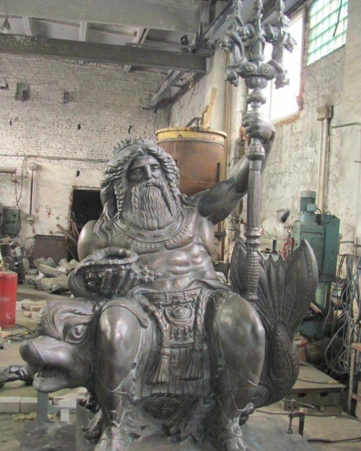Бронзовая скульптура: Нептун на троне