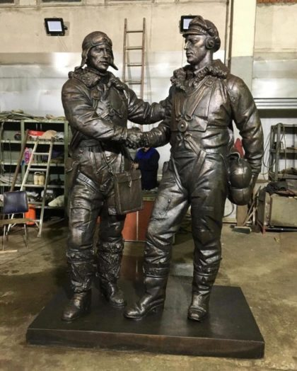 Бронзовая скульптура: Памятник лётчикам