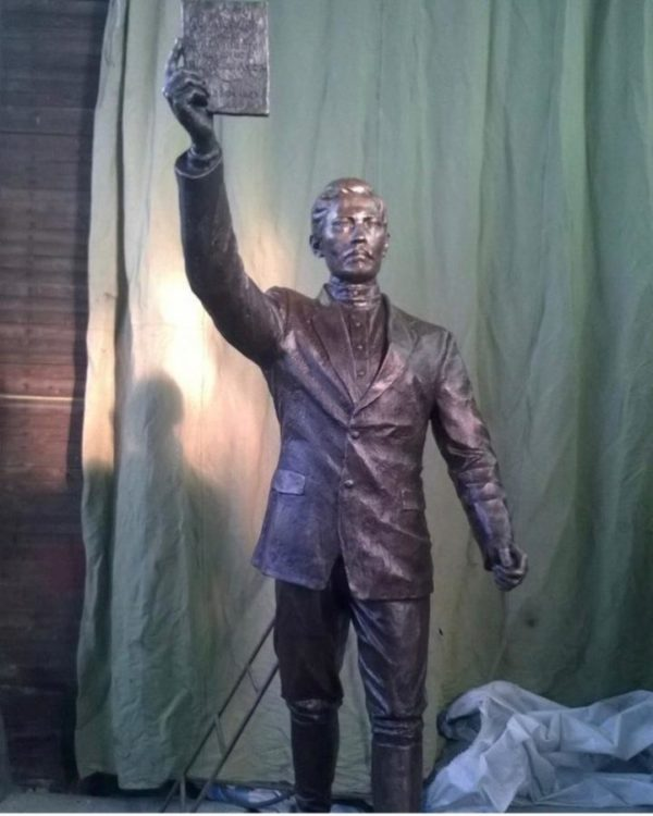 Бронзовая скульптура: Портретная скульптура в полный рост
