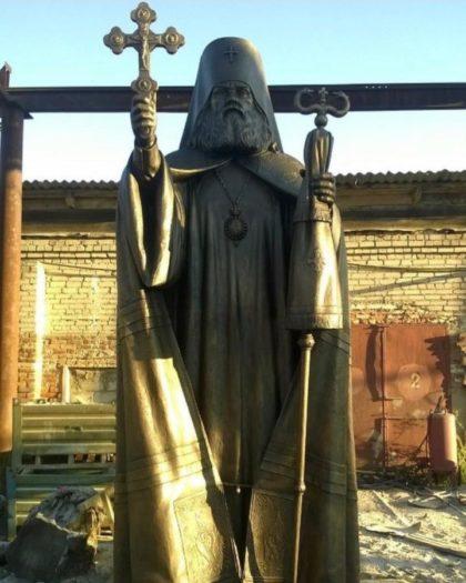 Бронзовая скульптура: Памятник патриарху