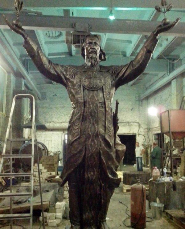 Бронзовая скульптура: Скульптура в полный рост