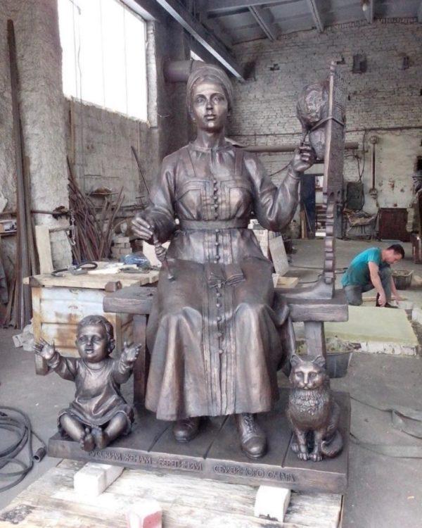 Бронзовая скульптура:  Берегиня семейного очага