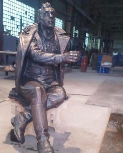 Бронзовая скульптура: Памятник ветерану войн