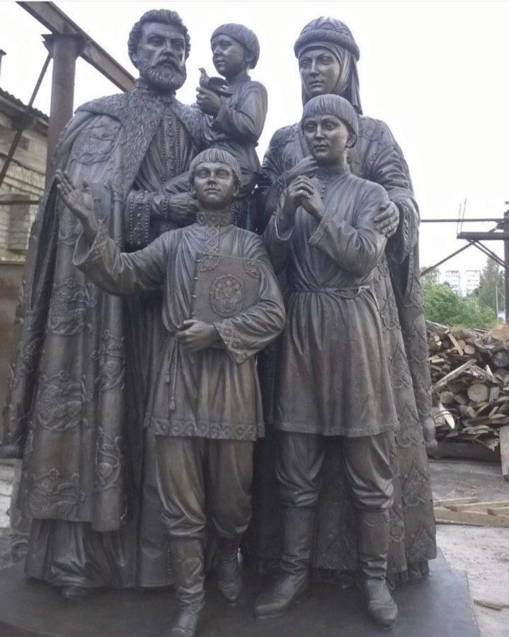 Бронзовая скульптура:  Памятник православной семье