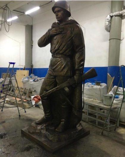Бронзовая скульптура: Памятник герою Великой Победы