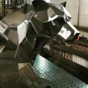 Скульптура: Медведь из нержавеющей стали