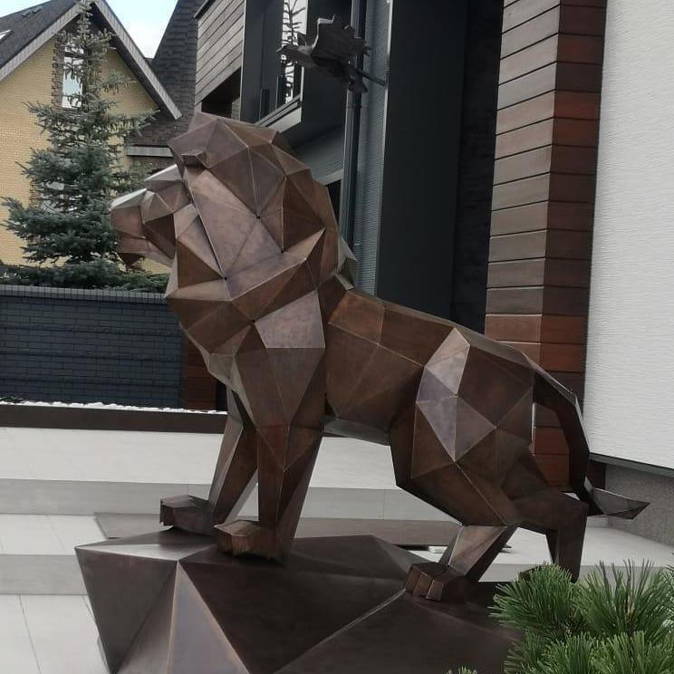Скульптура: Полигональный лев из стали