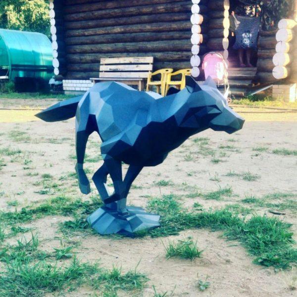 """Скульптура: """"Бегущий волк"""""""