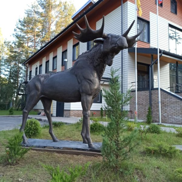 Скульптура из бетона: Лось