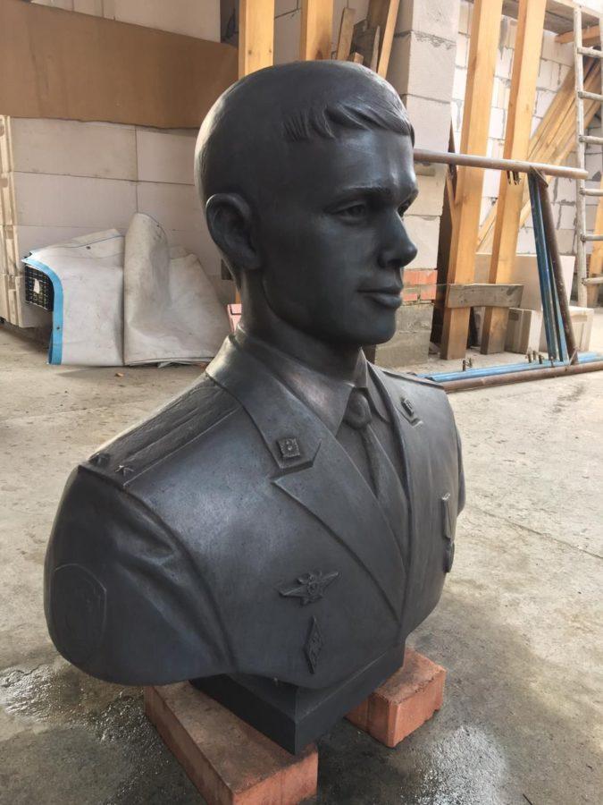 Портретный бюст: Молодой солдат