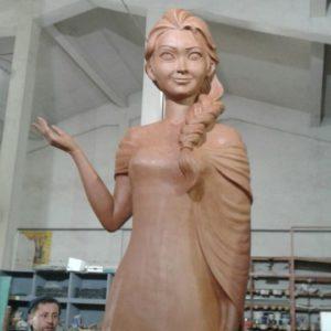 Скульптура: Девушка
